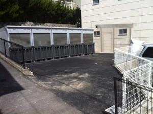 バイクガレージの入口写真